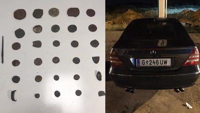 Antalya'da durdurulan araçtan sikke ve tarihi objeler çıktı