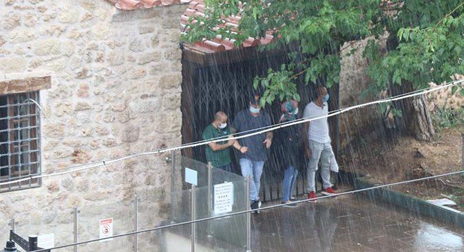 Antalya'da aniden bastırdı! Vatandaşlar ne yapacağını şaşırdı