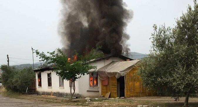Antalya'da gecekonduda yangın! Kullanılmaz hale geldi