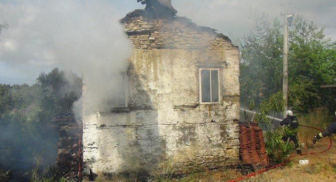 Manavgat'ta oturduğu evi yaktı!