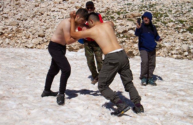 Antalya'da kar güreşi yaptılar