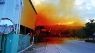 Antalya'da korkutan göründü! Hava biranda turuncuya boyandı