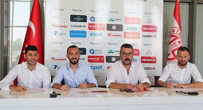 FT Antalyaspor, Veysel Sarı, Eren Albayrak ve Hakan Özmert'in sözleşmelerini uzattı