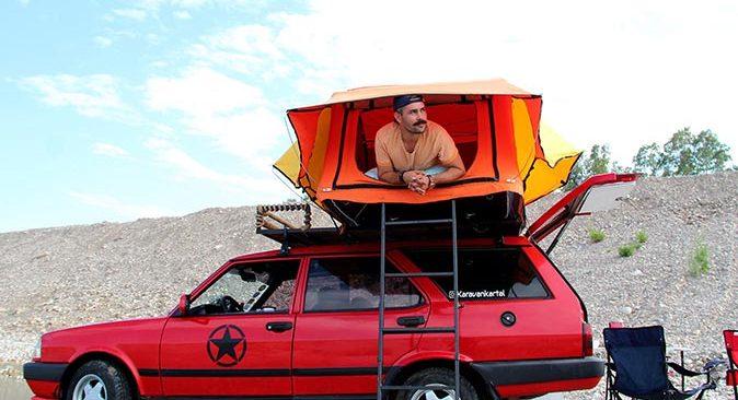 Antalya'da karavan hayalini 1998 model binek otomobili ile gerçekleştirdi