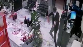 Antalya'da kasap dükkanını kurşun yağdırdı! Yaralı var