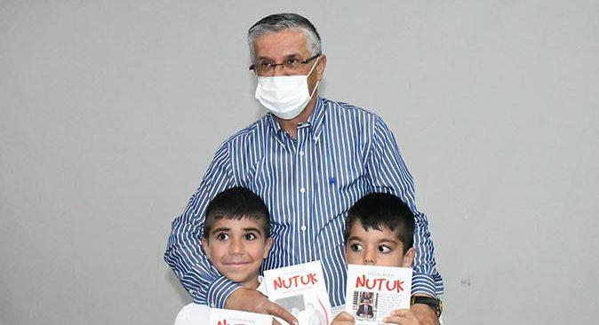 Başkan Necati Topaloğlu'ndan çocuklara 'Nutuk' hediyesi