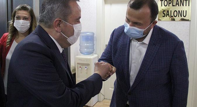 Başkan Muhittin Böcek'ten AK Parti'ye ziyaret