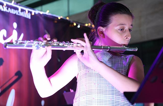 Müzik Akademisi öğrencilerinden aileleri için konser