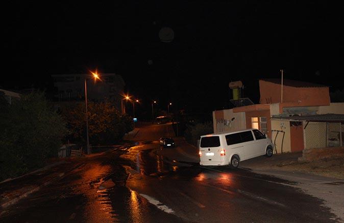 Antalya'da su borusu patladı! Polis yolu trafiğe kapadı