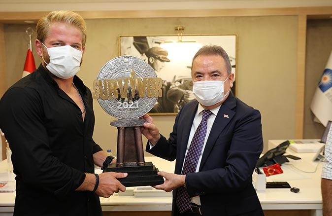 Survivor Şampiyonu İsmail Balaban Başkan Muhittin Böcek'i ziyaret etti