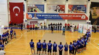 Muratpaşa Belediyesi'nden Veteranlar Badminton Şenliği
