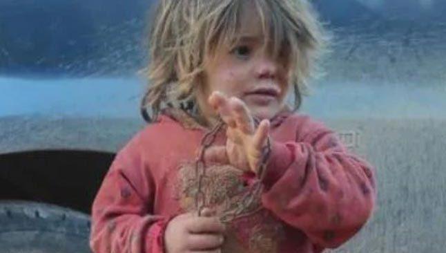 Dünya bu çocuğu konuşuyor... Günlerce aç kalan çocuk yemek yerken boğularak öldü!