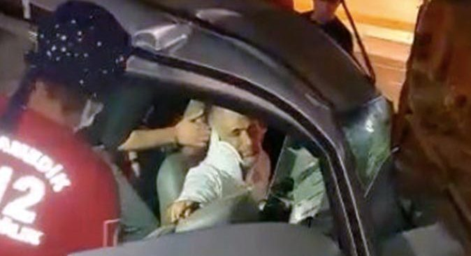 TIR ile araç çarpıştı! Sürücü direksiyon başında sıkıştı