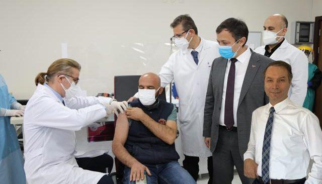 Prof. Sönmez uyardı: Aşı karşıtlarının oyununa gelmeyin...
