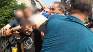 Bursa'da köprüden atlamak isteyen genci polis ve vatandaşlar kurtardı