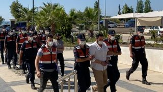 Antalya'daki çete liderinin evinden FETÖ elebaşının CD'leri çıktı