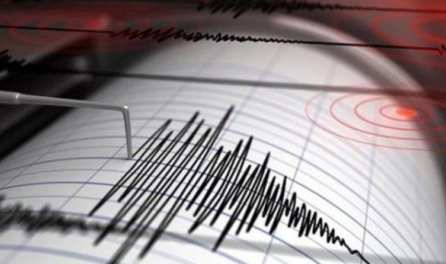 Ege'de şiddetli deprem... Bir çok ilden de hissedildi...