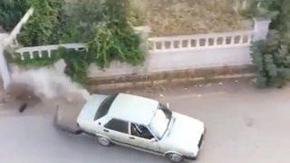 Antalya'da köpekten kaçarken sitenin duvarına daldı!