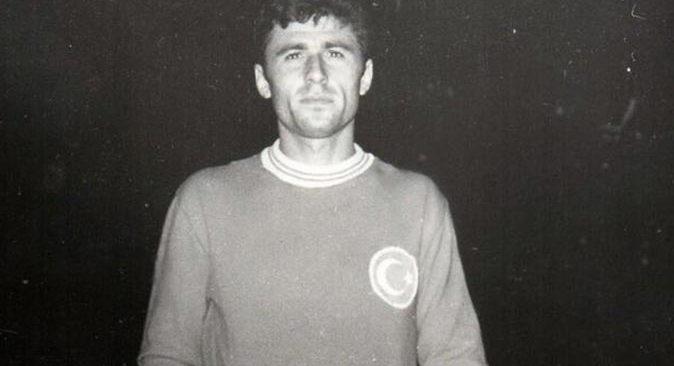 Eski milli futbolcu Ertan Öznur yaşamını yitirdi