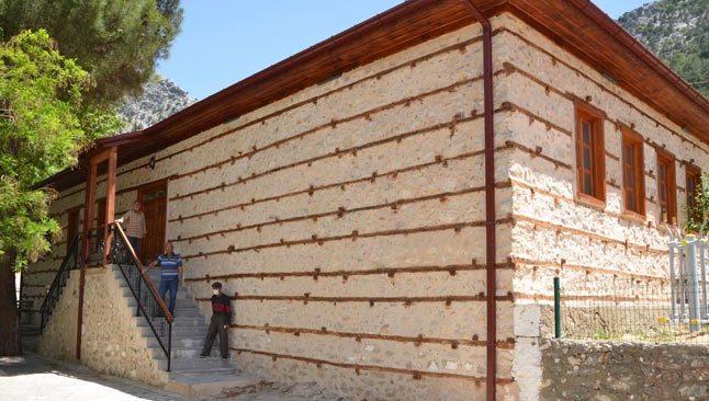 Antalya'da düğmeli ev statüsündeki tarihi okul restore edildi