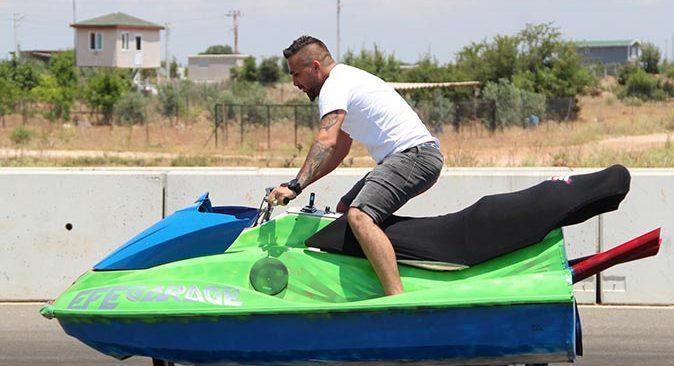 Antalyalı iş insanı Murat Tokmak jet skiyi karada yürüttü