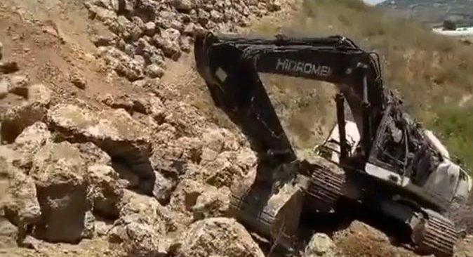 Antalya'da duvar yapımı sırasında toprak kaydı! Yaralılar var