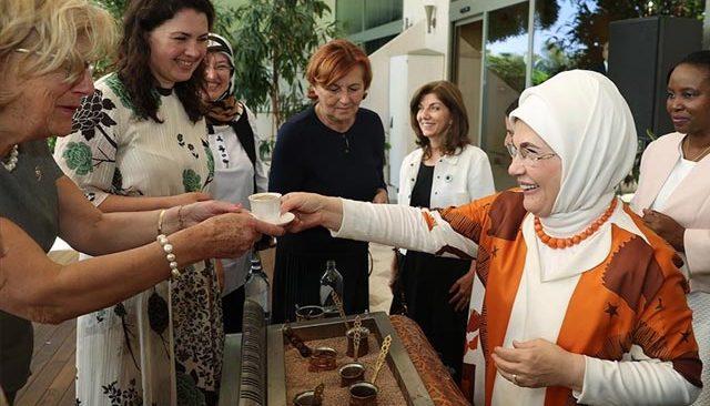 Emine Erdoğan Antalya Diplomasi Forumu'na katılan liderlerin eşleriyle bir araya geldi