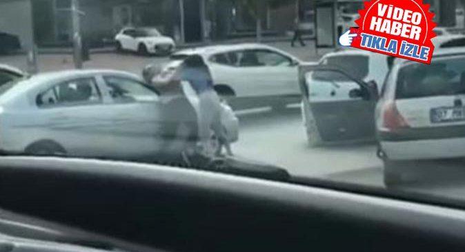 Antalya'da trafikte saç başa kavga ettiler! O anlar saniye saniye kaydedildi