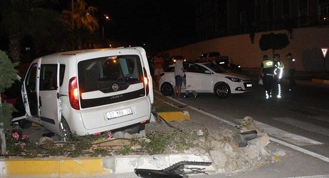 Manavgat'ta kırmızı ışık ihlali kazaya neden oldu! Çok sayıda yaralı var