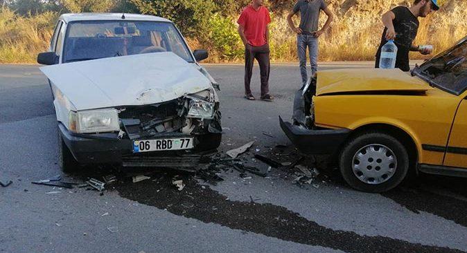 Antalya'da kafa kafaya çarpıştılar! Yaralılar var