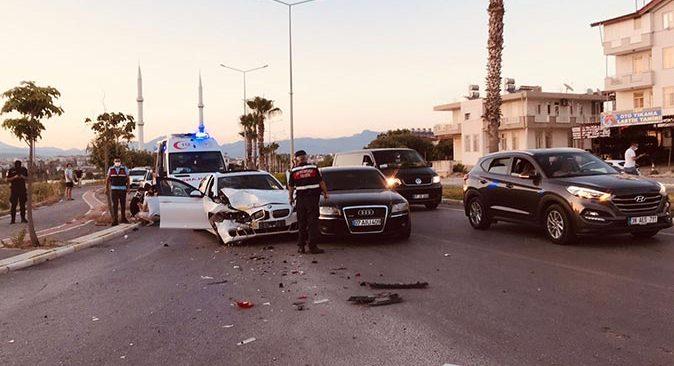 Antalya'da zincirleme kaza! Çok sayıda yaralı var