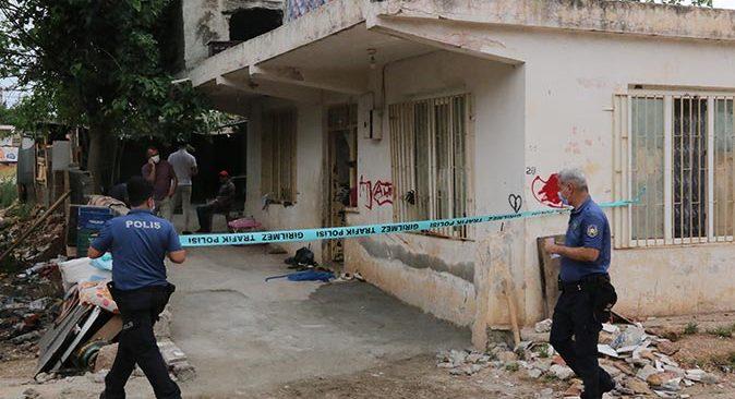 Antalya'da kıskançlık krizine giren adam eşini vurdu!
