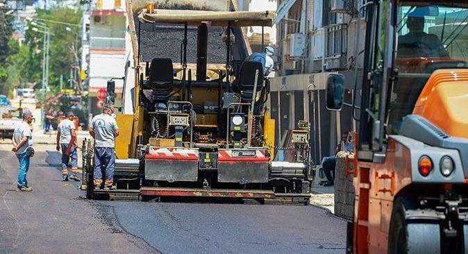 Muratpaşa Belediyesi'nin Üçgen Mahallesi'ndeki sokak yenileme çalışmaları sürüyor
