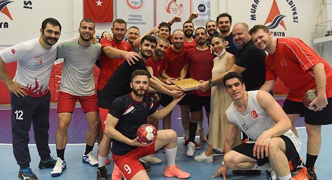 İşitme Engelliler Hentbol Milli Takımı, Avrupa Hentbol Şampiyonası hazırlıklarını Muratpaşa Belediyesi tesislerinde sürdürüyor