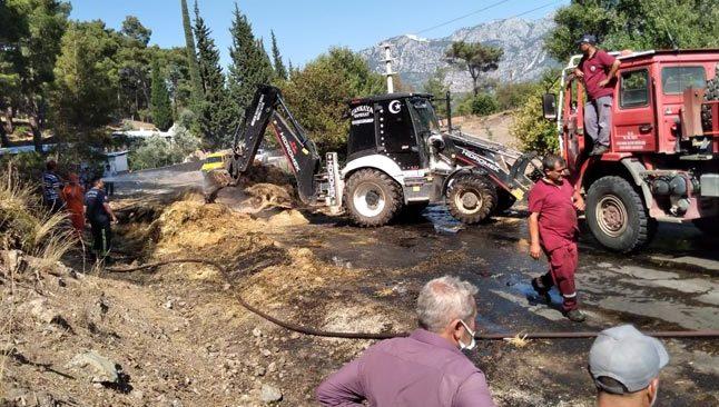 Antalya'da seyir halindeki kamyonda bulunan balyalar yandı
