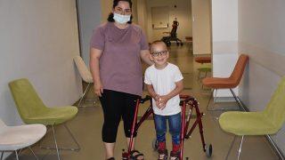 Serebral palsi hastalığına yakalanan oğlunun tedavisi için aşırı kilolarından kurtuldu