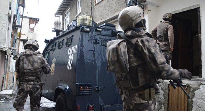 İstanbul'da 30 adrese şafak baskını! Çok sayıda gözaltı var