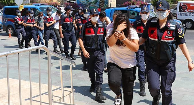 Antalya'da insan kaçakçılarına operasyon! Gözaltına alındılar