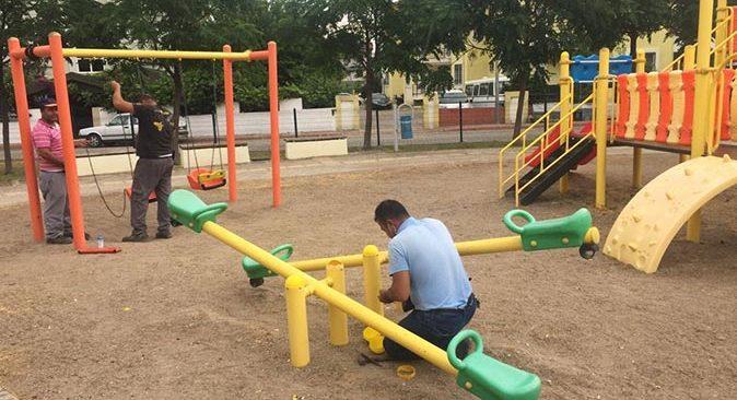 Kemer Belediyesi'nden parklarda bakım ve onarım çalışması