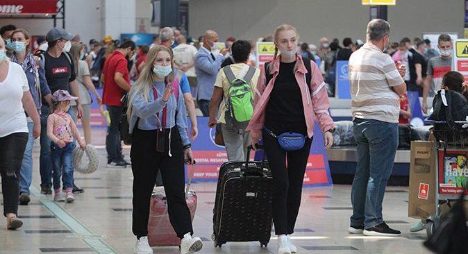Seyahat kısıtlaması kaldırıldı, Ruslar akın akın Antalya'ya geldi