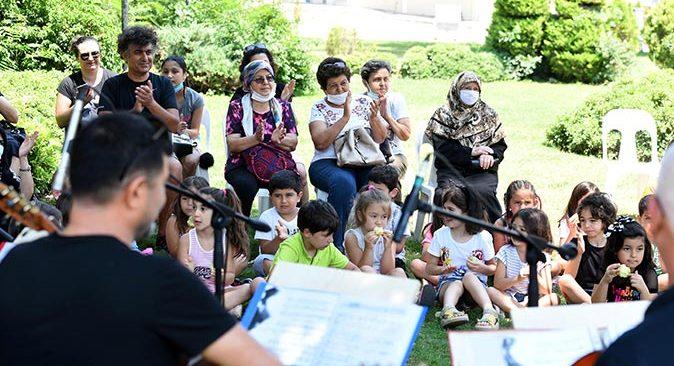 Muratpaşa'da şarkılar hep beraber söylendi