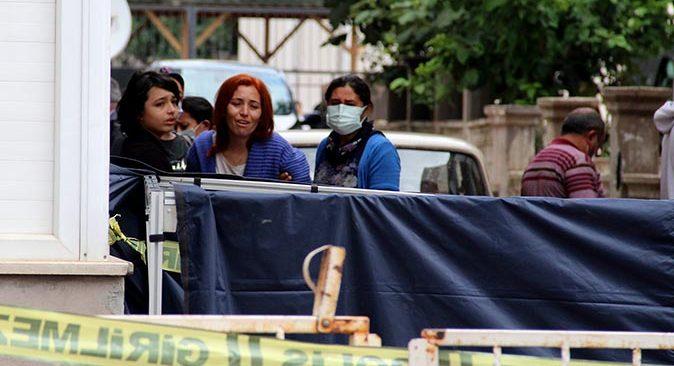 Antalya'da 53 yaşındaki Satı Üçgül halı çırpmak isterken canından oldu