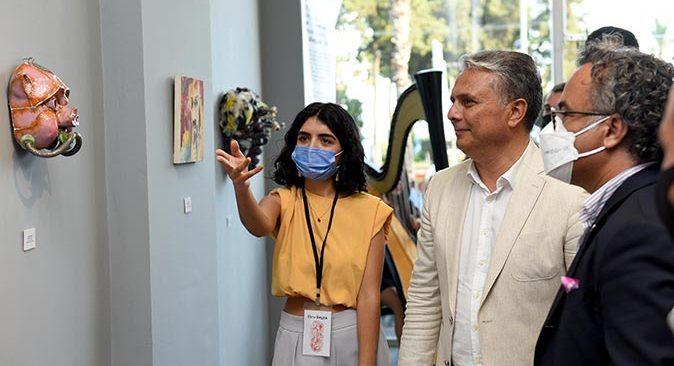 Antalya'da on sanatçıdan 'Maske' sergisi