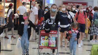 Kısıtlama kalktı, Antalya'da iki günde 18 bin Rus turist geldi