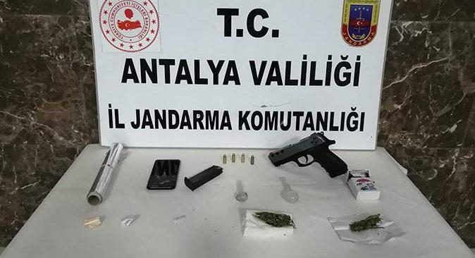 Alanya'da uyuşturucu baskını! Gözaltına alındılar