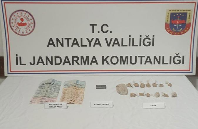 Antalya'da uyuşturucu operasyonu! Gözaltına alındılar