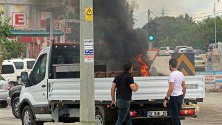 Antalya'da kamyonetten alevler yükseldi!