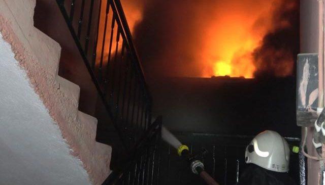 Antalya'daki cam fabrikası alev alev yandı! Mahalleli yardıma koştu...