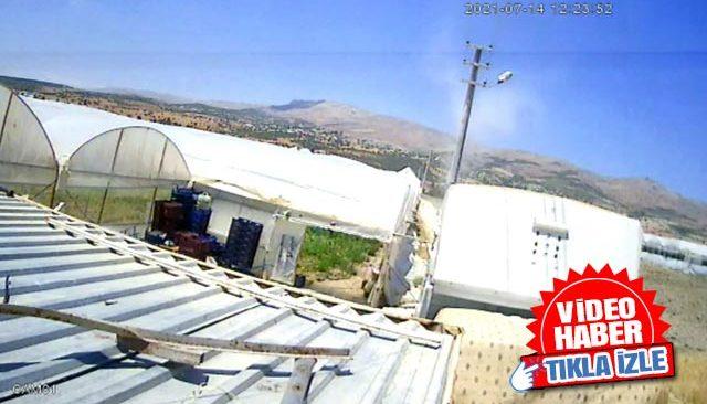Antalya'da meydana gelen hortum, beton direkleri yerinden söktü
