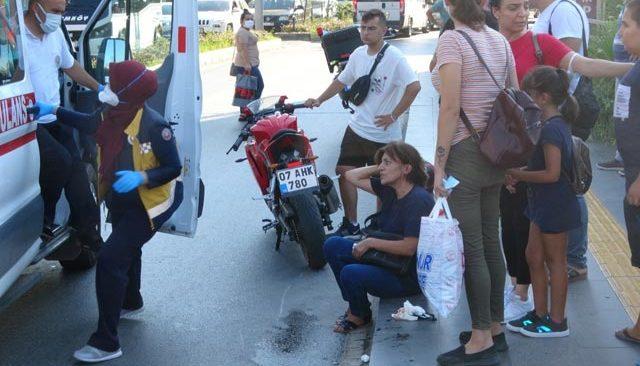 Antalya'da yaya geçidin kullanmadılar! Hastanelik oldular...